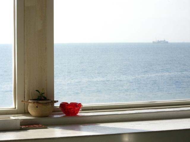 窓のサッシのカビ