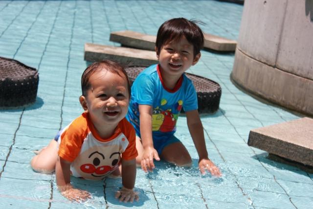 子供の水遊び