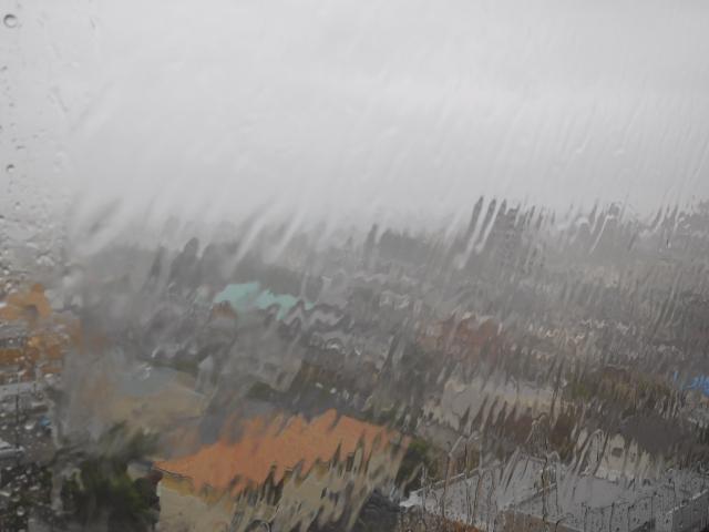 台風の時の窓
