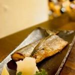 魚をさばいた手の臭いを消す方法。まな板の臭いや内臓の処理は?