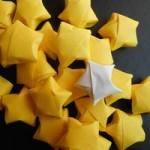 幼児と一緒に作れるクリスマスオーナメントの紙テープの星。ゆきだるまと天使も。