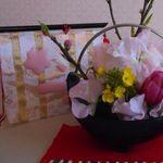 桃の枝で作る小さなひな祭りのアレンジメント