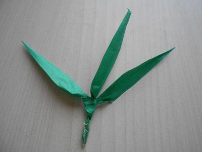紙テープの笹の枝の作り方13