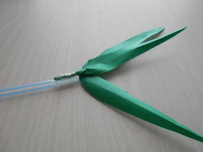 紙テープの笹の枝の作り方8