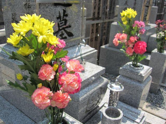お墓の造花の花