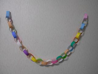 7等分の折り紙で作った1メートルの輪つなぎ