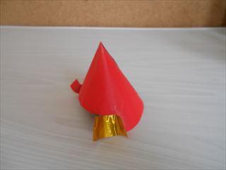 赤とゴールドの折り紙兜2