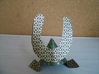 小紋模様の折り紙兜