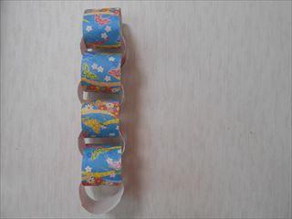 折り紙を4等分にしたときの輪つなぎ
