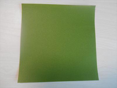 緑色の折り紙