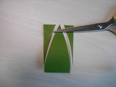 笹の葉の形に切る