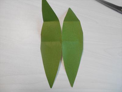 笹の形の折り紙を広げてみる